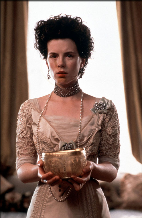 Kate Beckinsale in Golden Bowl, The (2000)