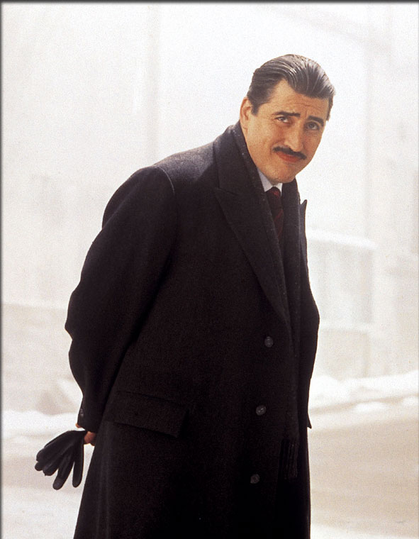 Alfred Molina in Chocolat (2000)